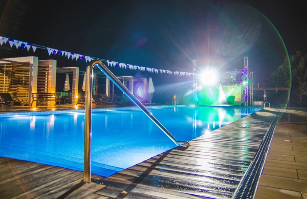 Voskhod Beach Club — вечеринки у бассейна
